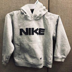 NIKE small boys hoodie sweatshirt ⚽️🏀🏈